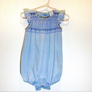 Gap baby girl Romper Size 6-12months
